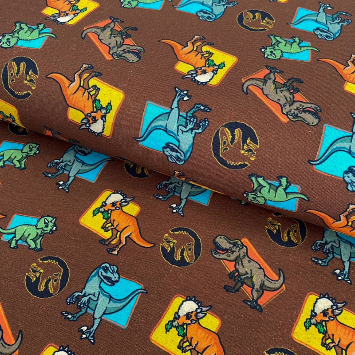 Úplet Jurassic world Characters brown digital print