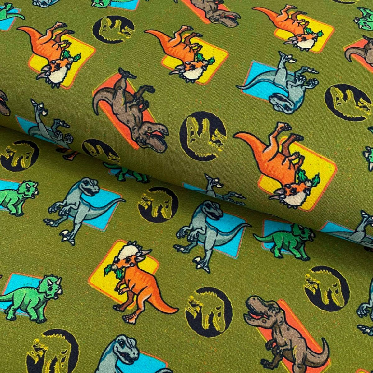 Úplet Jurassic world Characters moss green digital print