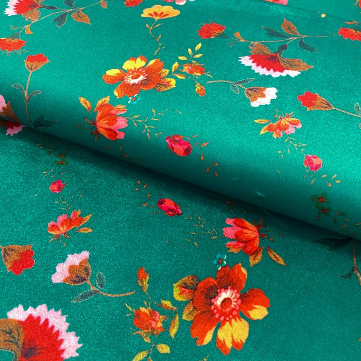 Velur Rustic flowers green